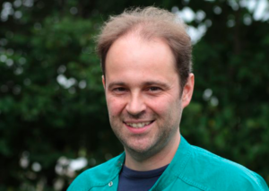 Konijnkundig dierenarts Tom Verbeek | Konijnenadviesbureau Hopster